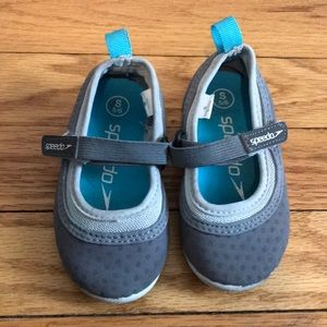 Speedo Shoes - Size small speedo water shoes